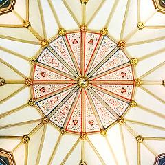 教堂穹顶的对称之美。