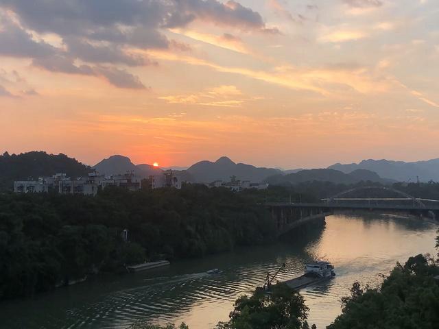 长河落日圆