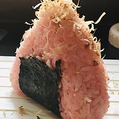 今天的早餐是樱花饭团,突然想去踏青了