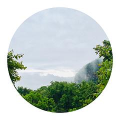 烟雨散,浮云阴。