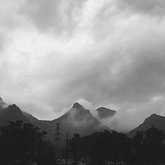 路遇仙山,夜不能寐。
