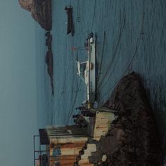拖延症患者終於還是爬起來努力把筆記給整理了真的一分鐘考慮就定了行程可以說是速戰速決。 路線:🚌紹興客運中心—普陀客運站(大巴3小時)🚢 船票:公眾號購買:舟山海星輪船、東極海運。趕上端午假期船票是一票難求基本靠搶沒用黃牛淘寶(平時另說) 沈家門碼頭-廟子湖-東福山(中轉東福山現金30元)之前看很多攻略說下船艙很顛簸容易暈船嘔吐氣味重(僅對不會暈船的人來說啥事兒也沒有)冷氣來說下船艙涼快當然信號全無開船後可以去甲板喔、購票來說就看自身經濟實力。 路線:沈家門—廟子湖—東福山、東福山—青浜島—廟子湖、廟子湖—沈家門 第一站: #東福山島[地點]# #東海第一哨燈塔[地點]# #東極陌海客棧(原漁翁山莊)[地點]#個人最喜歡,住宿「陌海客棧」船靠岸後客棧的老闆娘就會在碼頭派人接站、裝修風格小清新入住舒適率絕對十顆星!床被深系祖母綠,衛生間沒有頭髮絲黑污漬浴室垂簾沒異味不臟兮兮皺巴巴的、我們定的是陽台雙景大床房、房東貼心準備手電筒、出門就是環海島馬路馬路旁就有燒烤攤絕了哈哈哈哈!晚飯在房東家吃的(購票不用排隊近水樓台先得「優惠」(高峰節假日)哈哈哈住她家就知道了)第二天一早凌晨四點烏漆麻黑走山路去看🌄直走上山我倆繞錯地方還走了一段繡毬花路[笑哭R]早上海風吹的還是有點冷穿個🧥早以前有軍隊駐軍總覺得走的一段路陰森森的暗兮兮島上有點慌放音樂壯膽我倆真的笑死了,找了絕佳位置結果日出沒看到(南方梅雨季)也全是近距離接觸世界第一縷曙光了哈哈哈[派對R]靠海吃海真這一句話~ #象鼻峰[地點]# #白雲宮[地點]#半天時間白雲宮象鼻峰(來回四小時)象鼻峰可以一去,滄海變桑田時空之力島上尤其看到這一座座屹立高空的巨石~走走停停兩腿酸疼但卻能讓人不覺得疲憊吖「錯覺以為是在重慶上坡下坡上坡山路石子路哈哈」大海啊是海的治癒啊~[飛吻R] 第二站: #青浜島[地點]# #海上布達拉宮[地點]# #東極石屋群[地點]#青浜島說來也是難受橙色大霧預警,石屋群島一片霧蒙蒙啥也看不清楚彷彿置身水雲間、海上布達拉宮錯失交臂[捂臉R][哭惹R]祝福之後去旅行的小夥伴可以看到壯觀的景象。 最後一站: #廟子湖觀日出石[地點]# #後會無期取景地[地點]#廟子湖島商業氣氛實在濃厚、基礎設施健全、小吃一條街、觀光小汽車(50元)徒步全島(五小時)財伯公塑像直線向上走看到一條曲徑通幽處小路沿著小路走就到了紅白燈塔、人多到爆炸真的各處不好拍照全憑技術後期濾鏡人像美化,多看幾眼牢牢記住風景、電影《後會無期》中的大部分場景都是這裡拍攝的,影片中炸毀的房子有遺址(反方向走不在一條直線上)可以聯繫民宿還出海打漁(禁捕期)文博館可以逛逛來了就去吧。[扯臉]