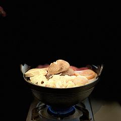 福尔屋空间不大装饰很温馨舒适美观环境干净无异味餐具整洁。 第二次点福喜锅啦。口味不赖。但是一定不能煮的时间过长。越煮到后面汤汁会越来越甜喔。这次点的没有鱼籽福袋可惜了。无菌蛋打散然后捞出一块肥牛卷伴着蛋液吃味道很鲜嫩,可以缓解汤汁过咸的口感。一人一份量管够🤗 #扫街指南 #出行体验 #手机摄影 #每日打卡 #每天为生活拍一张照片 #福喜锅 #日式料理 #记录你的三餐日记 #随手拍 #探店