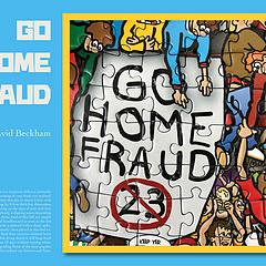 "#GO HOME FRAUD 23# 回家吧 骗子  这幅标语出现在2009年7月20号,洛杉矶银河与AC米兰的一场友谊赛上,洛杉矶银河队球迷在自己的主场打出这样的标语来""欢迎""重新返回俱乐部的大卫·贝克汉姆。 银河队球迷之所以有此举动源于小贝在08/09赛季下半场被租借到AC米兰俱乐部,并且表达过重返欧洲足坛的想法。 美国球迷可能觉得受到了背叛,才打出了此类标语反对小贝。 而这场比赛小贝也因球迷的无理挑衅而难以自控,差点与球迷爆发冲突。 btw: 小贝在大联盟效力期间,帮助球队两度获得联盟总冠军,自己也赢得了一次最佳球员奖项。   #终极拼图# 3000片的Football History终于全部拼完了,算了下时间,从6月21号开始,除去中间没拼的天数,差不多整整拼了30天! 整个工程是在工作室两张空闲的工位上完成的,在此期间观看了人生最完整的一次世界杯,为Belight完成了4个版本的排版功能,还是小有成就感的,就是桌子太小,两大片没拼到一起,就不拍照了😂  接下来我打算挑一部分有趣的局部拼图发出来,慢慢补齐😎"