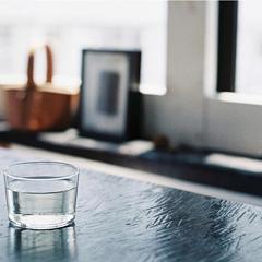 延展开的情绪像一杯白水