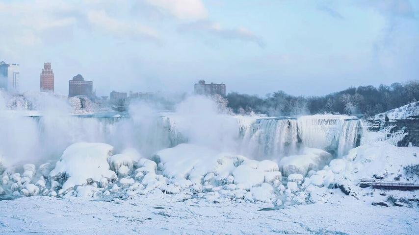 冰封大瀑布